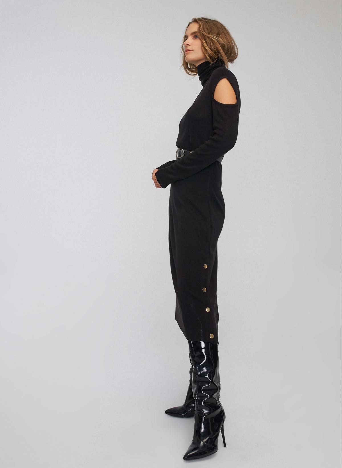 700802eed001c People By Fabrika Siyah Omuz Detaylı Triko Midi Elbise   ElbiseBul